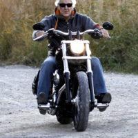 Auf einer Harley spielt das Alter keine Rolle... Gemeinsam mit einer netten Lady auf Tour, = lässig
