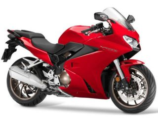 Sportlicher Honda Fahrer sucht hübsche Motorrad Maus.